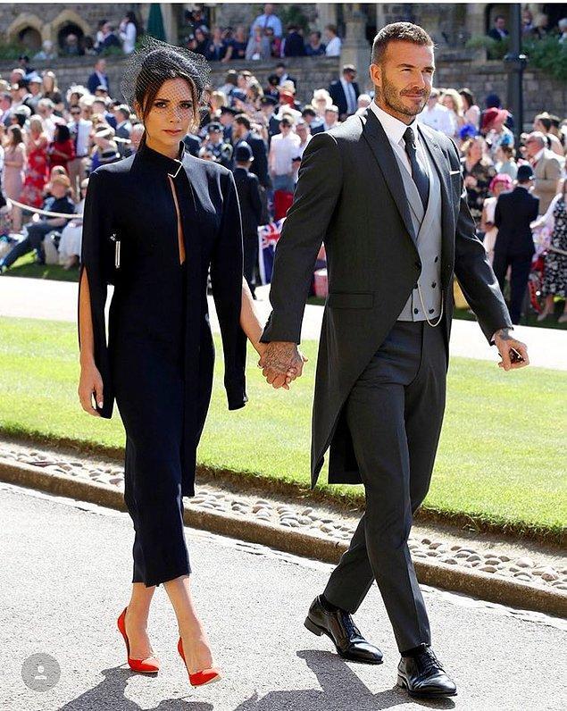 Peki kimler katıldı? Hepsinden önce şunu söyleyelim: Beckham çifti yüzlerce şık giyimli davetlinin arasından fark edilecek kadar parlıyordu açıkçası.