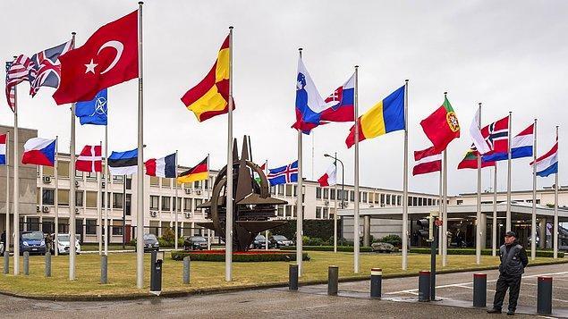 """""""NATO ya da BM bir devlet midir? Değil. Birleşik devletlerden, birleşik askerlerden meydan gelmiş bir yapı, aslında sanal. Yaptırım gücü var mı? Var. Biz bunun insan birliğini yapıyoruz."""""""
