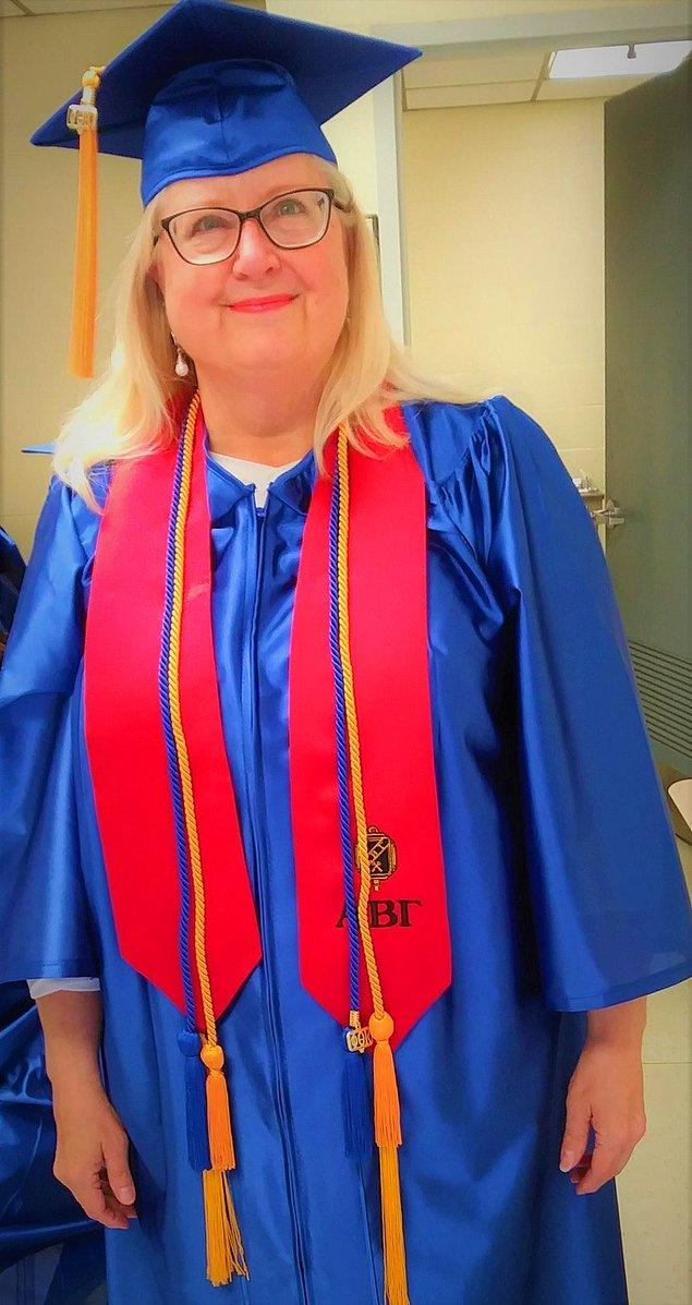 """4. """"65 yaşında üniversiteden mezun oldum. Öğrenmek için asla yaşlı değiliz."""""""