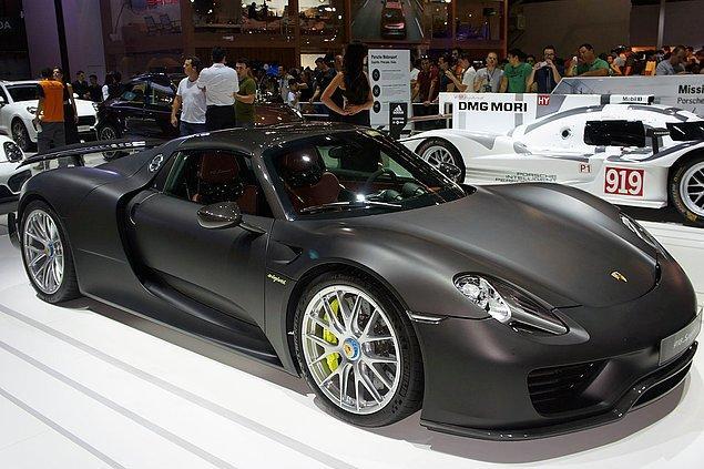 19. Porsche 918 Spyder (337.9 kms)