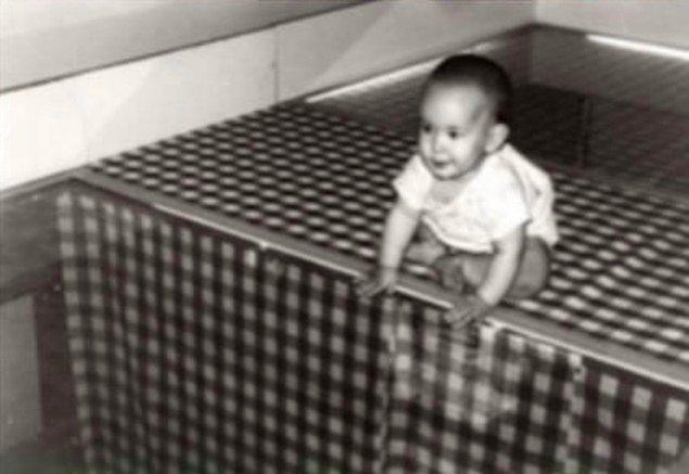10. 1960 yılında iki psikolog, bebeklerin hayatta kalma güdüsünü ölçmek için sahte bir uçuruma sahip düzenek kurdu.