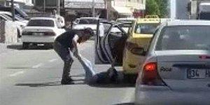 İstanbul'da Taksici Dehşeti: Tartıştığı Yolcuyu Bacaklarından Çekip Dışarı Attı!