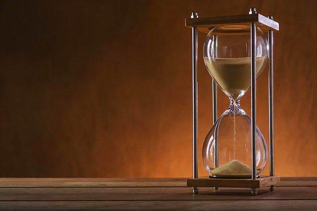 Soru: Biri 7 diğeri 11 dakikalık iki kum saatiniz var. Bir yumurtayı tam 15 dakika haşlamanız gerekiyor. Nasıl yaparsınız?