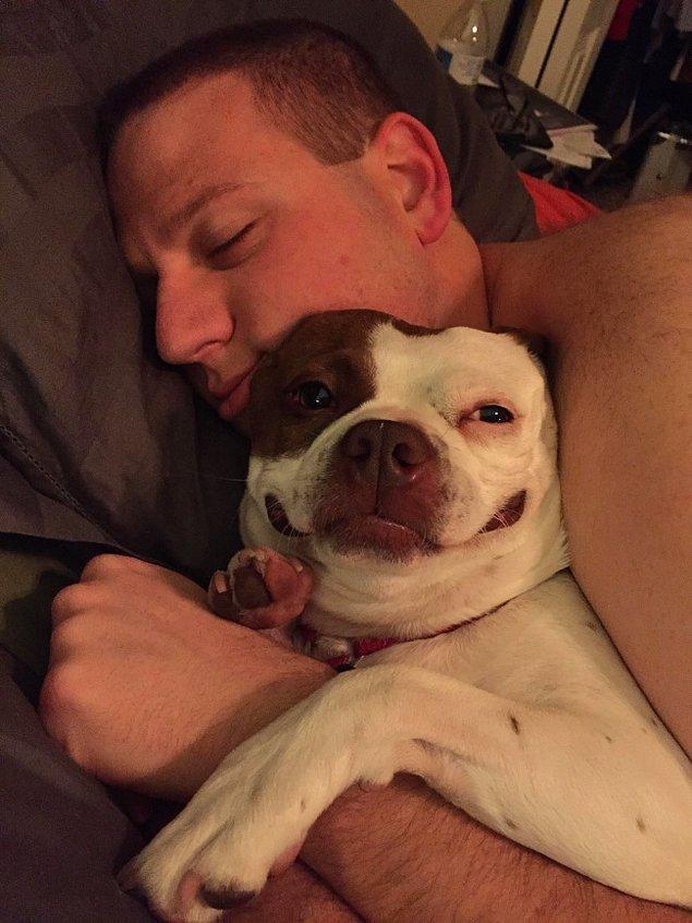 """24. """"En kızgın köpek bile bir erkeğin yanında gülümser!"""""""
