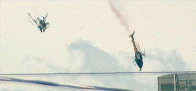 8. Phoenix'te çarpışan iki helikopterin, çarpıştıktan hemen sonraki fotoğrafı.