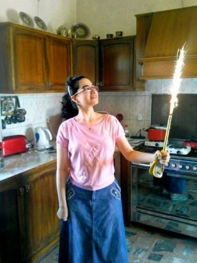 17. 21 yaşındaki Tuqa Razzo'nun, Amerika Birleşik Devletleri'nin Irak'a yaptığı hava saldırısında hayatını kaybetmeden önceki son fotoğrafı.