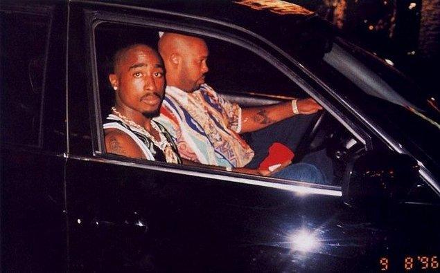 23. Ünlü Rapçi Tupac Shakur'un öldürülmeden önce çekilmiş bir fotoğrafı.