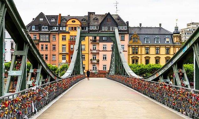 10. Frankfurt, Almanya - 3.389 $