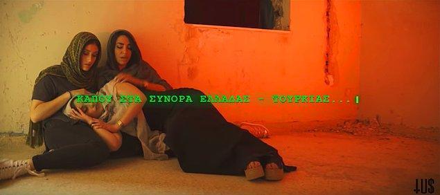 Klip köhne bir binada mülteci olarak perişan halde gizlenen üç kadının görüntüsüyle başlıyor.