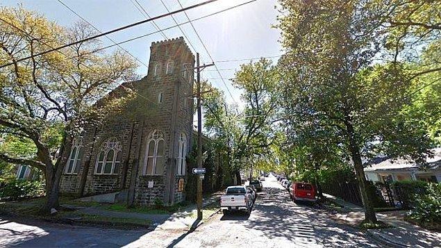 Bu satın aldığı kilise yaklaşık 100 yıl önce yapılmış ve kızkardeşi Solange'ın evine çok yakın!