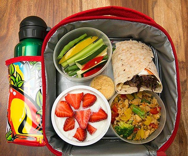 7. Okul çağındaki çocuğunuzun sağlıklı beslenmesi için mümkünse beslenme çantası hazırlayın.