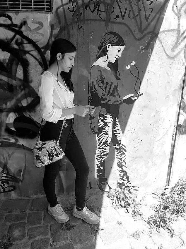 21. Bir kadına ikizi kadar benzeyen sokak sanatı çalışması.