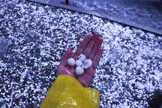 Bugün Meteoroloji Genel Müdürlüğü'nden uyarı geldi, sel ve kuvvetli yağmur konusunda halkın tedbirli olması istendi.