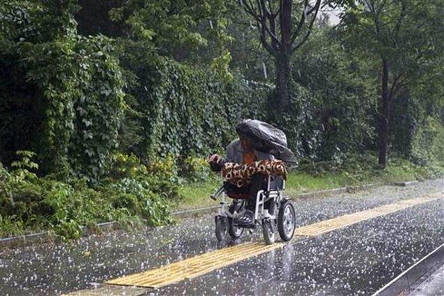 Açıklamanın hemen ardından da şiddetli yağış başladı, özellikle Çankaya ve Mamak ilçelerinde etkili olan dolu hayatı olumsuz etkiledi.
