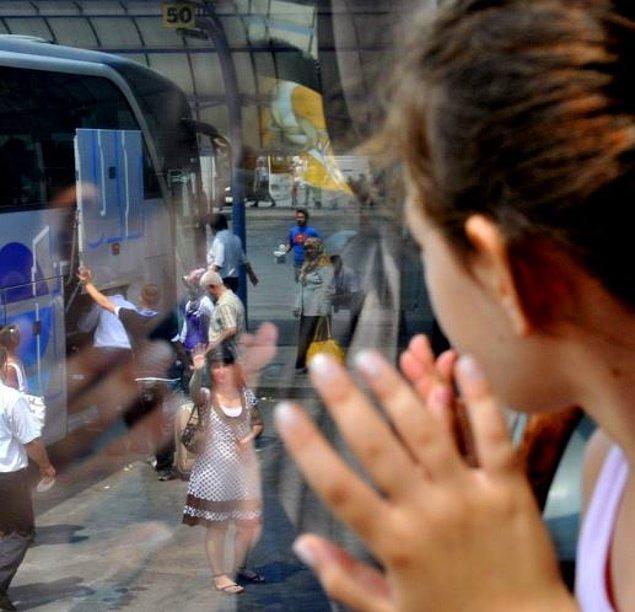6. Otogarda otobüs kalkarken kimseyle vedalaşmayınca.