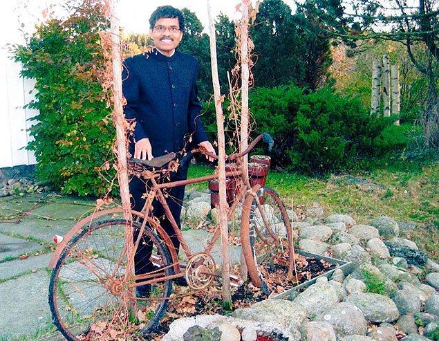 9. 2 yıla yakın bir ayrılıktan sonra, Kumar aşkı için elinde neyi var neyi yok satıyor ve bir bisiklet alıyor.