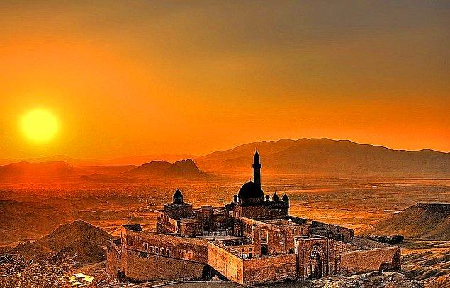 13. Türkiye'nin Doğal Güzellikleri ve Tarihi Eserleri Hangi Şehirde?