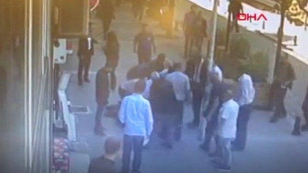 Edinilen bilgiye göre boşanma aşamasında olan Mehmet T. ile eşi Nevin T. İstanbul Adalet Sarayı'ndaki duruşmadan dönerken cadde ortasında tartışmaya başladı.