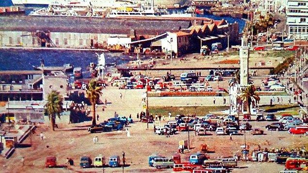 10. Bedava otopark hizmetinin sunulduğu zamanlarda Konak Meydanı (1960'lar)