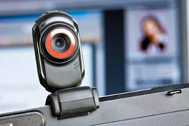 Reklam şirketleri akıllı cihazlarımızın kameralarından bizi izliyor.