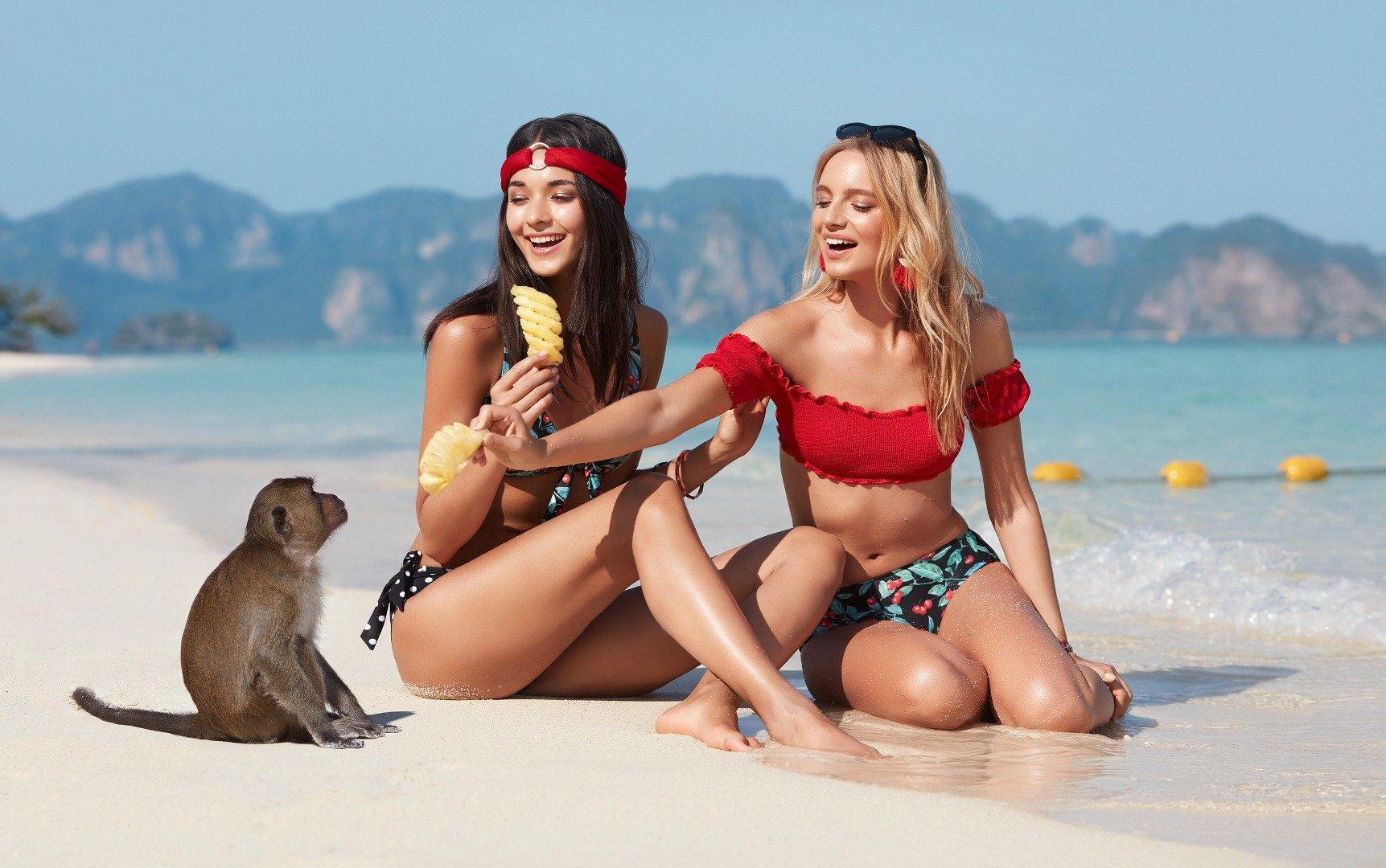 Her Kadın Plajda Göz Kamaştırabilir