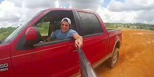 Selfie Uğruna Aracıyla Takla Atan, Ancak Selfie Çubuğunu Elinde Bırakmayan Genç