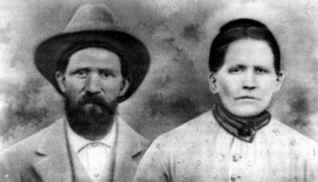 Fransız asıllı Martin Fugate isimli kimsesiz bir adam, 1820'de Kentucky'nin doğusundaki sakin bir kasaba olan Troublesome Creek'e yerleşmeye karar verdi.