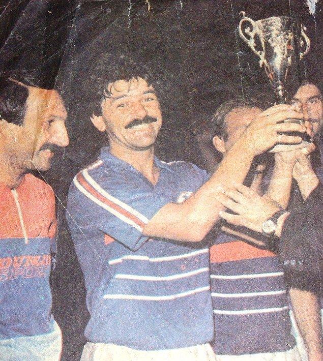 Ümit Kayıhan, futbolculuk döneminde Göztepe, Balıkesirspor, Altay, Eskişehirspor, Altınordu ve Kuşadasıspor gibi takımların formasını giymişti.