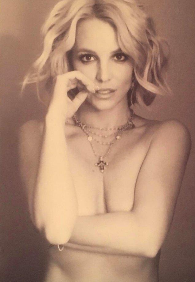 15. Britney Spears geçtiğimiz yıl paylaştığı bu poz ile gündemden düşmek istemediğini göstermişti.