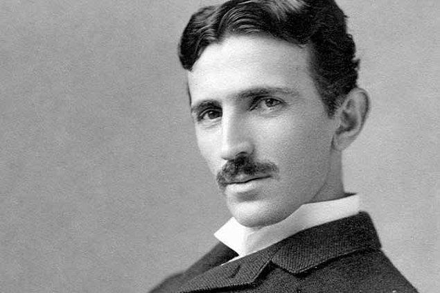 12. Nikola Tesla bekaretinin bilimsel yeteneklerinde önemli bir rol oynadığı düşüncesiyle hiç evlenmemiştir.