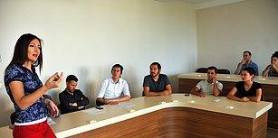 Bir Öğretmenden Hayat Dersi! Final Sınavında Öğrencilerine Değil, Kendine Sorular Soran Prof. Dr. Burcu Demirel