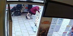 Elektrikli Tekerlekli Sandalyeyle Geri Geri Giderken İki Yaşlı Kadına Çarpıp Kaçan Adam