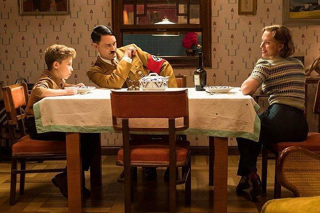 12. Taika Waititi'nin hem yönetip hem de Hitler'i oynadığı Jojo Rabbit filminden ilk kare yayınlandı.