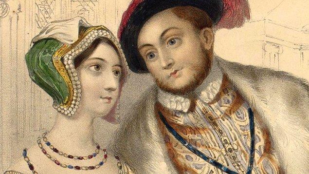 2. Anne, Henry'nin kendisine yüz çevirmemesi için kuzenlerinden yardım aldı. Kralın yatağına girebilmek için pusuda bekleyen diğer güçlü ailelerin kızları yerine kendi kuzenlerini Henry ile bir araya getirdi.