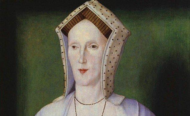 3. Anne Boleyn'in annesinin de Kral Henry ile ilişki yaşadığına ilişkin bazı söylentiler vardı. Anne'den nefret eden insanlar, Anne'in aslında Henry ile Anne'in annesi Elizabeth Boleyn'in çocuğu olduğunu bile iddia etmişlerdi.