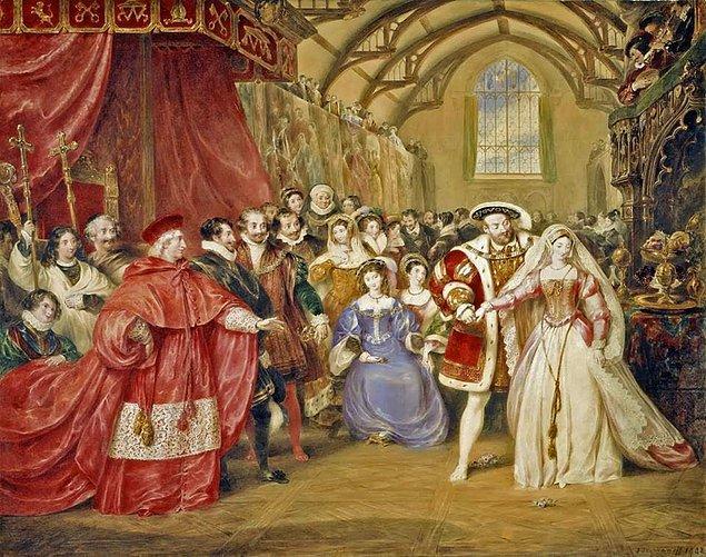 5. Anne, VIII. Henry'nin tacıyla kraliçe ilan edilmişti.