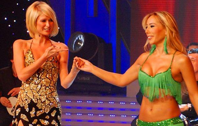 6. Miss Turkey Güzellik Yarışması'na jüri olarak katılmak üzere Türkiye'ye gelen Paris Hilton'a dansöz Asena ile göbek attırıldı.