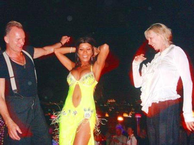 9. Sting'e konser vermek için geldiği İstanbul'da dansöze para taktırıldı.