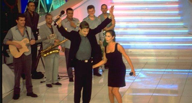 10. Ricky Martin'in poposu Hülya Avşar tarafından kontrol edildi.