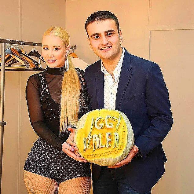 13. Iggy Azalea'nın ismi Smiley Bae Burak Özdemir tarafından bir bal kabağına yazıldı.