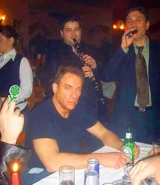 15. Eğlenmiyor gibi görünse de Jean-Claude Van Damme İstanbul'da krallar gibi ağırlandı.
