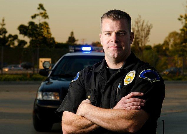 1) Danny Smith: İlk olay yerindeki polis memuru