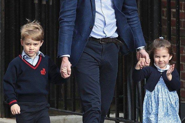 Kate Middleton ve Prens William'ın çocukları Prens George ve Prenses Charlotte da okul sonrası annelerini hastanede babaları ile birlikte ziyaret etmişti.
