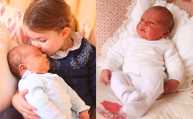 Prenses Charlotte da tabii ki dünyanın en tatlı ablası olarak Prens Louis'i başından öperken fotoğraflanmıştı. 😍