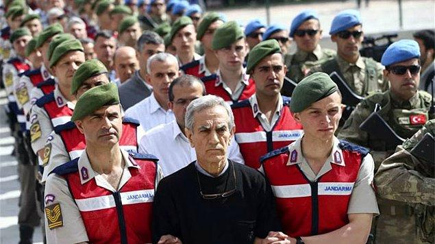 Tutuklu sayısının 50 binden fazla olduğu belirtiliyor.