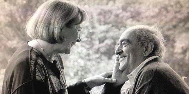 """22 Temmuz 1926'da İzmir Karşıyaka'da, ATATÜRK'ün Annesinin avlusunda mezarı bulunan OSMANPAŞA CAMİSİ'ne bakan sokağın II nolu sarı balkonlu evinde dünyaya gelmişim.  Babam """"Sinemacı NAFİ AĞAOĞLU""""  Annem Ankara'nın ilk avukatlarından """"Av. MÜJGAN AĞAOĞLU"""""""