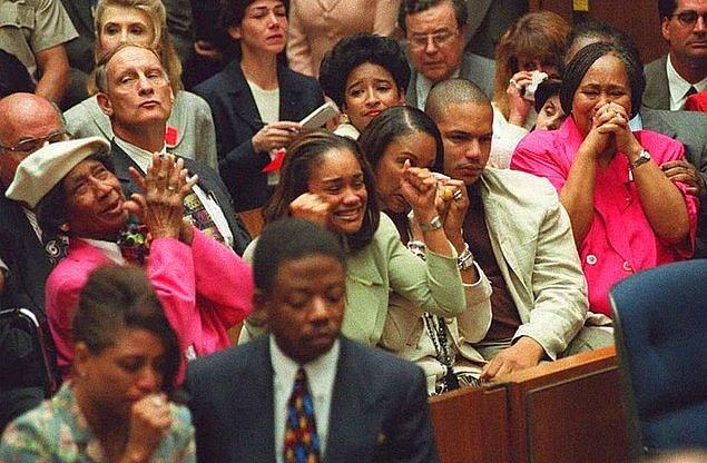 Bu noktadan sonra duruşmanın seyri tamamen değişti. Simpson'ın avukatlarının gayretleriyle hukuk mücadelesi yerini ırkçılığa bırakmıştı.