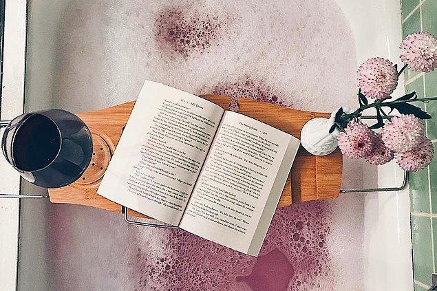 Bookstagram hesaplarını takip edin.