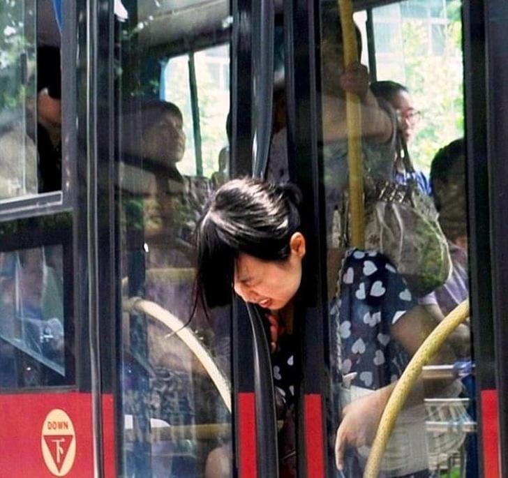 кружилась, хотелось парень прижался к девушке в автобусе россия выглядеть