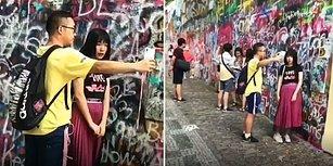 Erkek Arkadaşına Selfie Çubuğu Muamelesi Yapan Kadın
